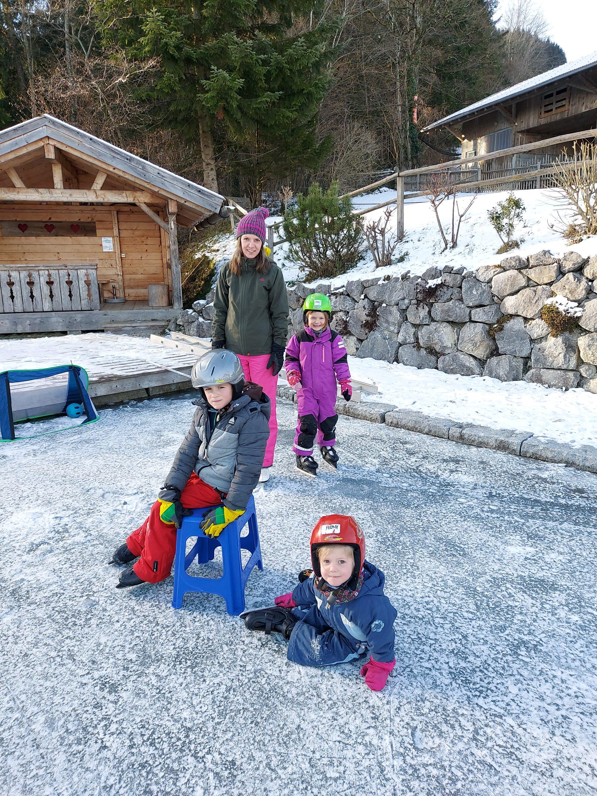 Familienzeit auf dem Eis